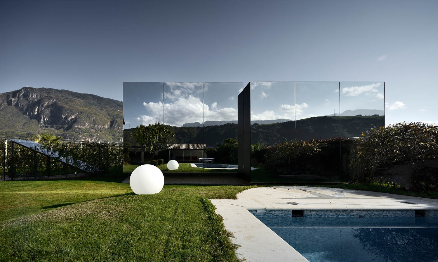 TheCreativeNet_MirrorHouses